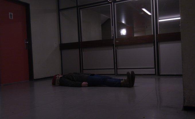 Lying in the Schulflur