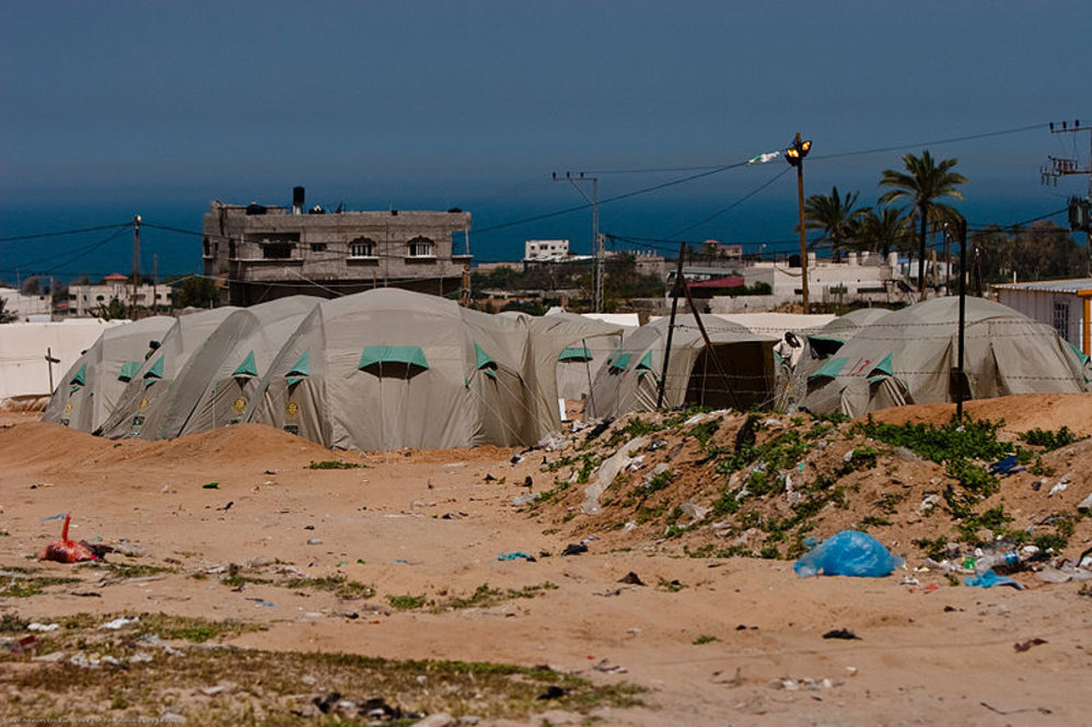 gybo_800px-tent_camp_gaza_strip_april_2009.jpg